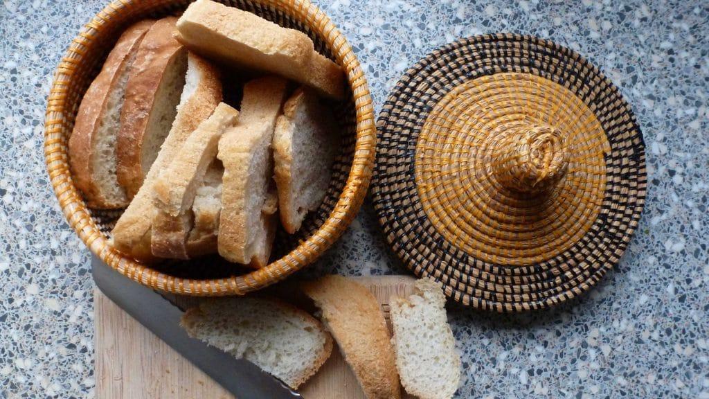 Brood zonder kneden in mand