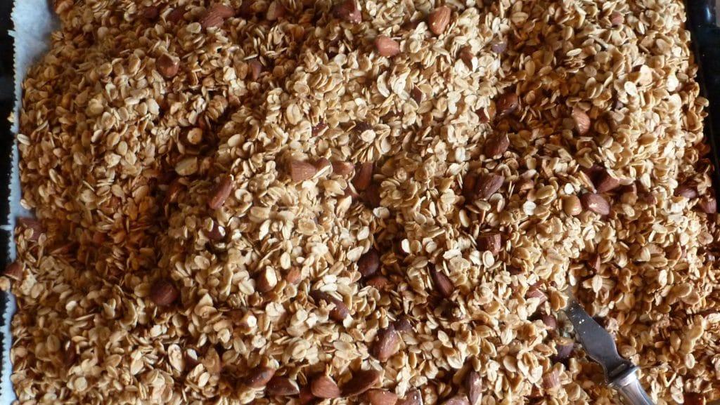 Goudbruine granola met amandelen