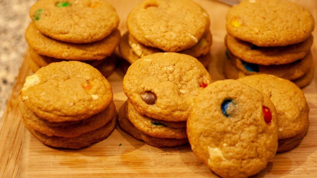 stapels koekjes met mms