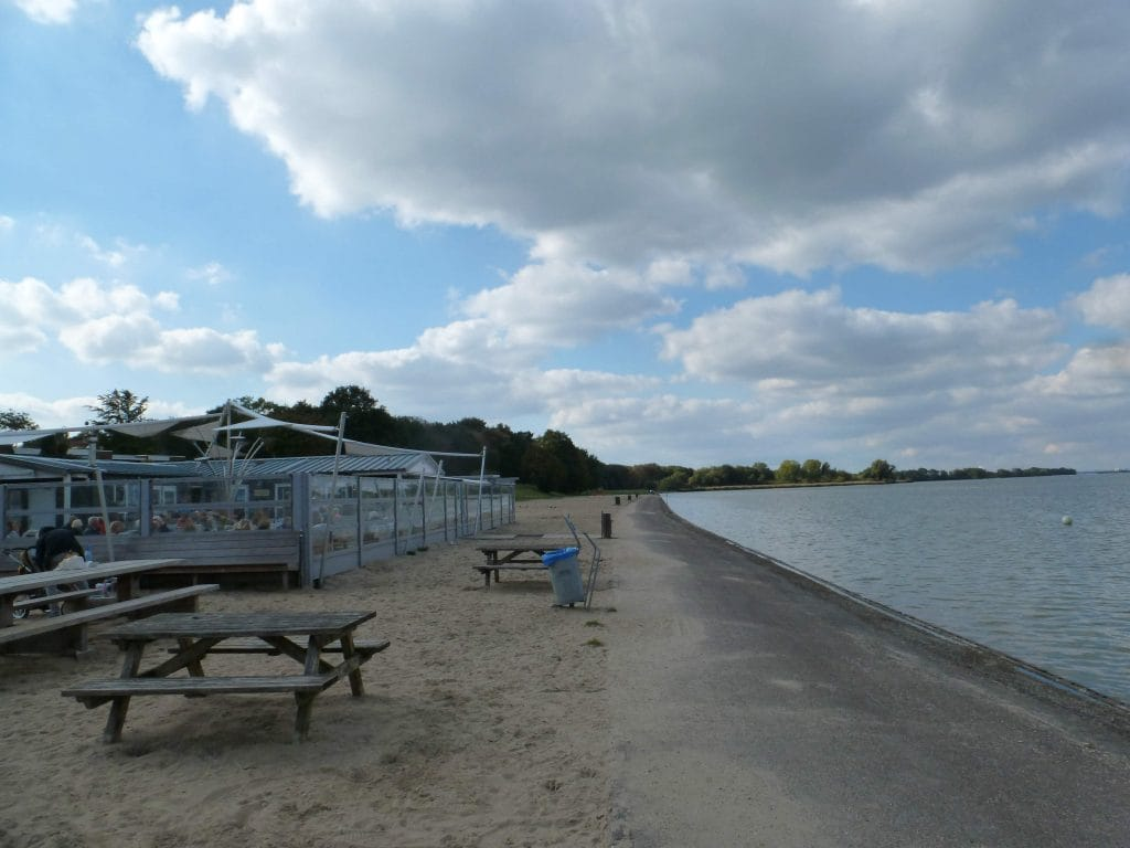 Foto van De Zeemeeuw, Muiderberg vanaf het strand