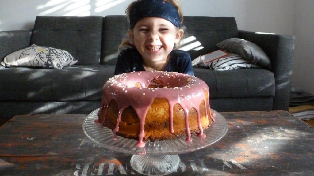 Ronde cake met roze glazuur