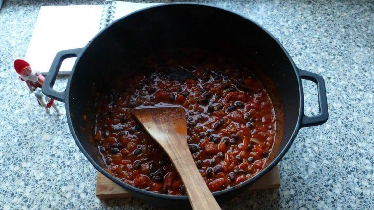 Pan met chili met zwarte bonen
