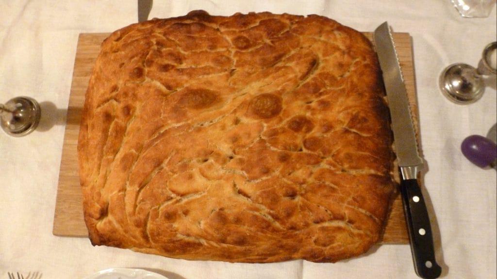 Goudbruin brood met bubbels in de korst