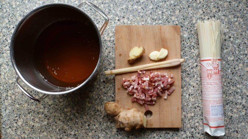 Ingredienten voor de basis van noodlesoep