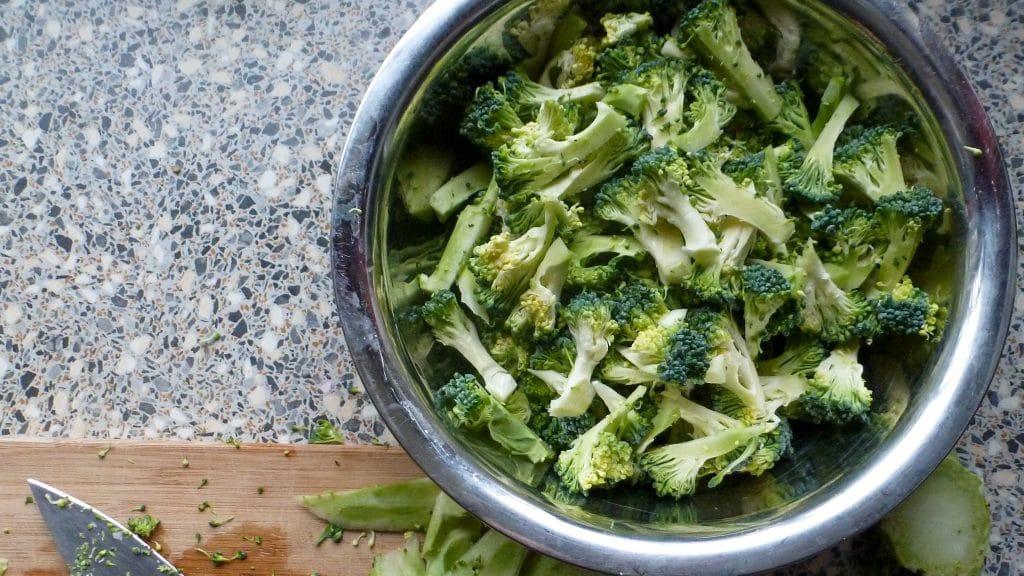 Schaal broccoli voor noedels