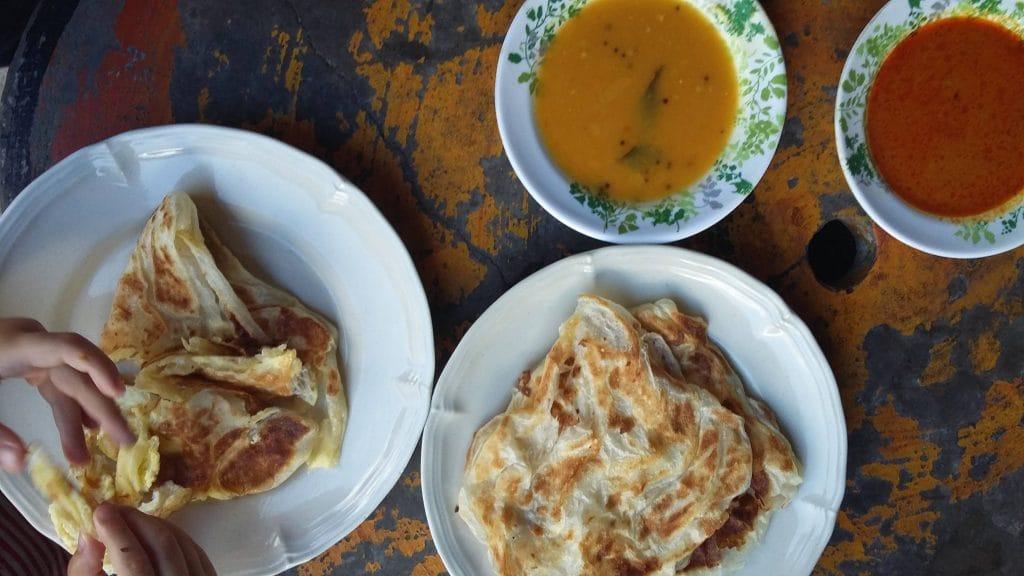 Roti canai platbrood en currydip
