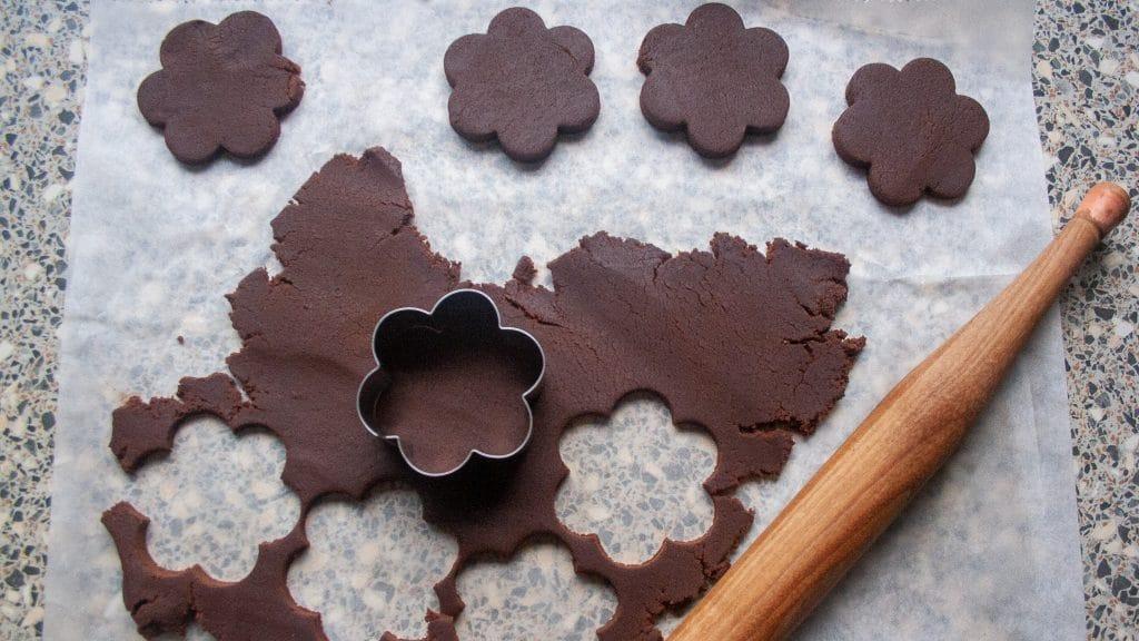 Deeg uitsteken voor chocoladekoekjes