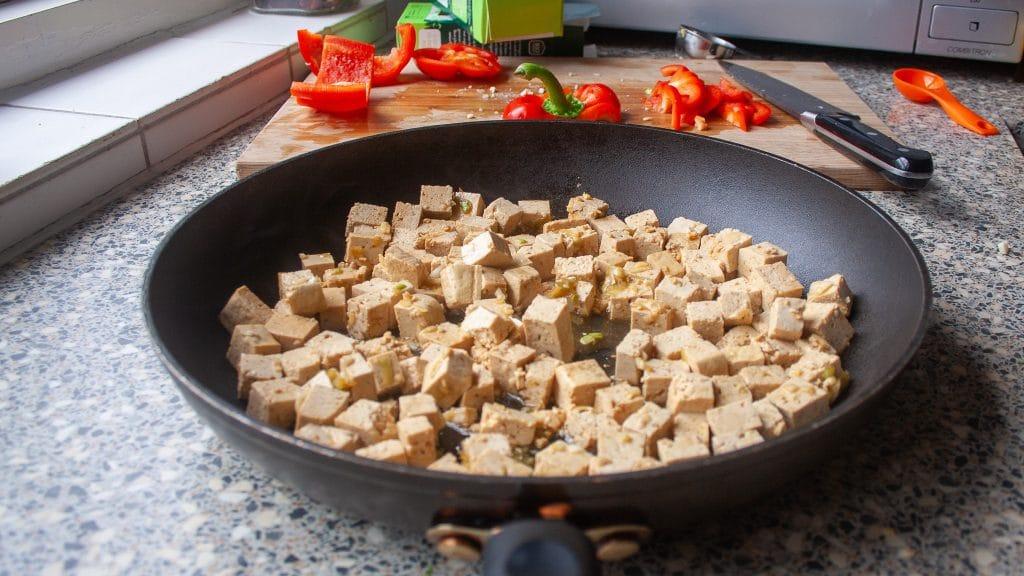 Gebakken tofu met sesam en sojasaus