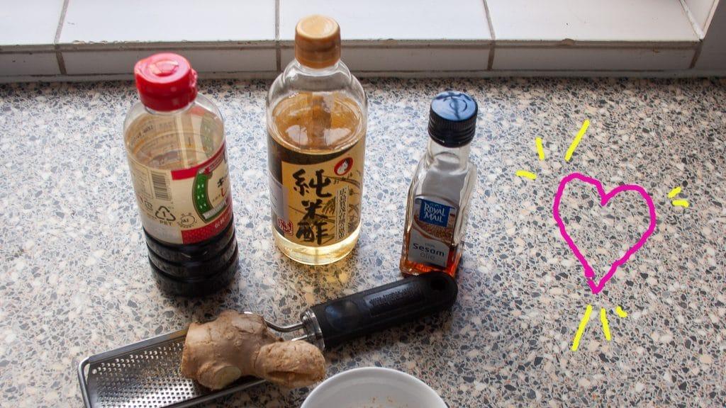 Flesjes Aziatische smaken op aanrecht