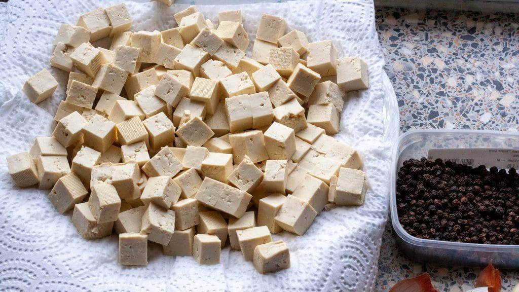 rauwe tofu en peper