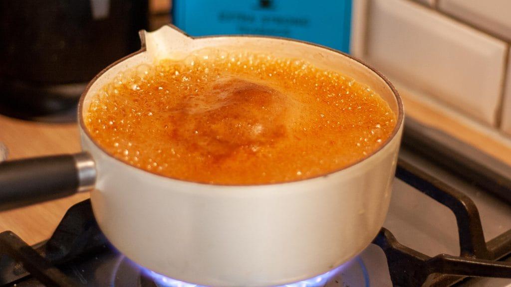 Pan thee met melk die net niet overkookt