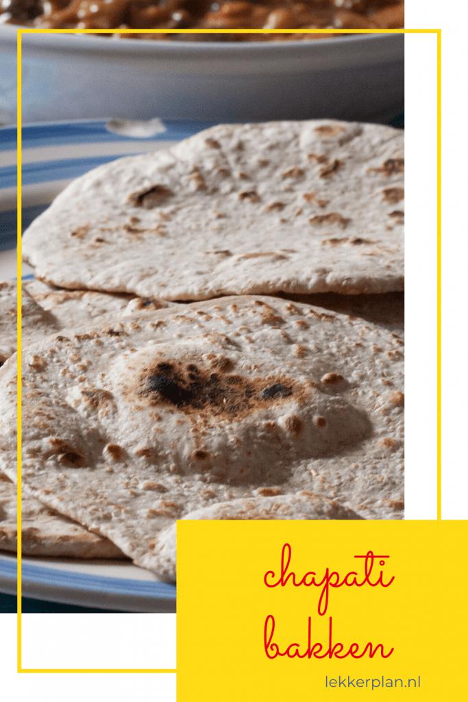 Foto op pinterest formaat van stapel chapati met tekstblok met de woorden chapati bakken