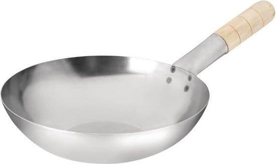 Dunne ronde wok van staal met houten handvat