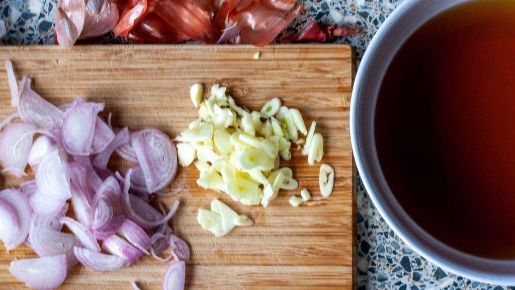 Ingrediënten voor Vietnamese karamelsaus met knoflook