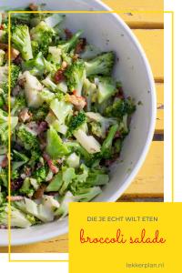 School met stukjes broccoli met spekjes op geel tafeltje